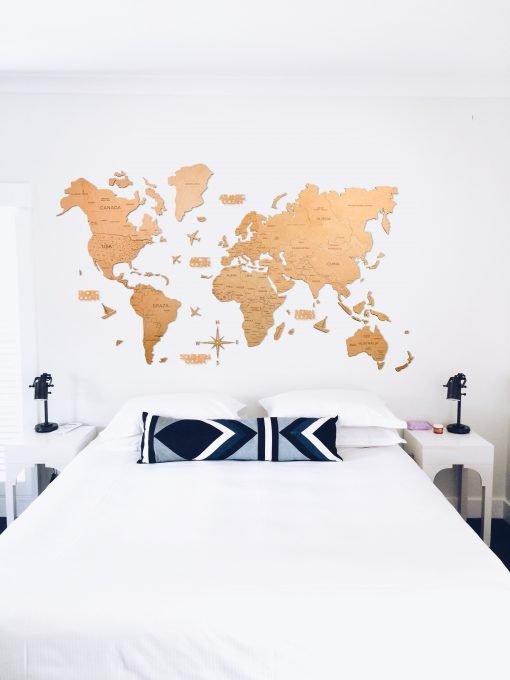 2D mapa světa ze dřeva - světlě hnědá barva