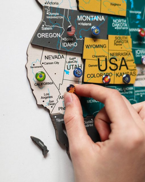 3D mapa světa ze dřeva - barva country