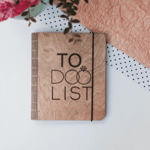 Svatební deník ze dřeva s motivem To Do List